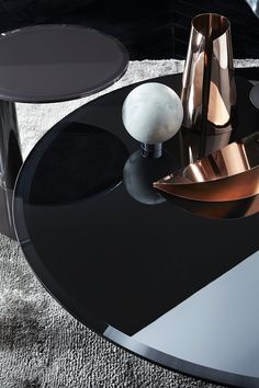 Oto mini, coffee table, painted glass and metal.