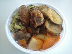 Cardápio do dia: Carne com legumes, asinha frita, berinjela a milanesa, abobrinha refogada, feijão com arroz mais salada...