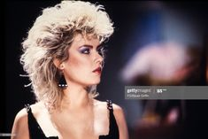 Kim Wilde with big hair on September 1982 in London, United Kingdom. Get premium, high resolution news photos at Getty Images Kim Wilde, Balayage Blond, Retro Hairstyles, New Haircuts, Pure Beauty, Big Hair, New Wave, Hair Inspo, Punk Rock