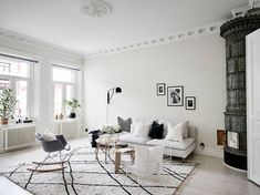 A light-filled living room, love all the little touches: the Eames chair, the Beni Ourain moroccan rug, the monochrome home accessories and period details!