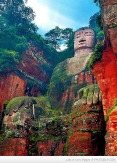 The Giant Buddha In Leshan The Tallest Pre Modern Statue In The World