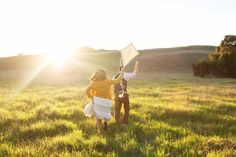 A kite would be such a cute prop for engagement photos. <3