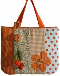 New Ideas patchwork bags sewing inspiration Patchwork Bags, Quilted Bag, Patchwork Quilting, Fabric Crafts, Sewing Crafts, Sewing Projects, Bag Quilt, Patch Quilt, Cloth Bags