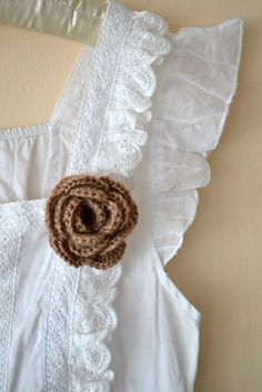 """Tea rose"" brooch tutorial- Free crochet pattern"