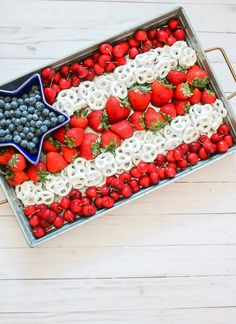 20 Fourth of July Party Ideas that POP! food, party and activities 20 Fourth of July Party Ideas that POP! Fourth Of July Decor, 4th Of July Desserts, 4th Of July Celebration, 4th Of July Party, Fourth Of July Drinks, July 4th, Desserts Fourth Of July, 4th Of July Ideas, Happy Fourth Of July