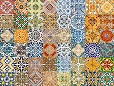 Para decorar bandejas ou customizar potes de vidro, estes adesivos imitam azulejos decorados e são vendidos em kits com três unidades de 15 x 15 cm. R$ 10, na Santa Composição.