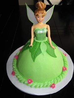 Seriously, who doesn't love a good dollyvarden cake, and it's Tinkerbell to boot! I think I'll wait until she's older and can truly appreciate the vintage goodness of this classic!