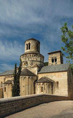 Abbatiale Sainte-Marie de Cruas, Ardèche, Rhône-Alpes, France Romanesque Art, Romanesque Architecture, Art And Architecture, Medieval World, Medieval Art, Architecture Romane, Architecture Religieuse, Art Roman, Carolingian