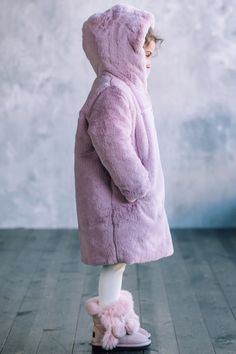 Cute Winter Coats, Girls Winter Coats, Kids Coats, Winter Baby Clothes, Baby Winter, White Faux Fur Coat, Teen Girl Gifts, Play Therapy, Therapy Activities