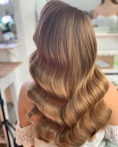 Hollywood waves - Hollywood waves Perfect for bridal day glamour Hollywood Glamour Hair, Hollywood Waves, Prom Hairstyles All Down, Wedding Hairstyles, Hairstyles Men, Hollywood Hairstyles, Medium Hair Styles, Curly Hair Styles, Shoulder Length Hair