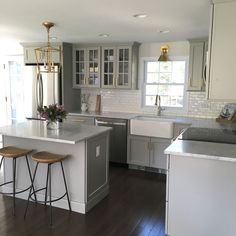Browse photos of Small kitchen designs. Discover inspiration for your Small kitchen remodel or upgrade with ideas for storage, organization, layout and decor. #KitchenIdeas #KitchenRemodel #KitchenMakeover Farmhouse Kitchen Cabinets, Modern Farmhouse Kitchens, Kitchen Cabinet Design, Home Kitchens, Rustic Farmhouse, Kitchen Appliances, Kitchen Designs, Kitchen Cabinetry, Farmhouse Style