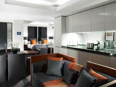 Grosvenor House Apartments - Studio Flat even more squeezed luxury