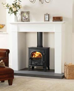 Wood Burning Fireplace Surround Ideas – Best 25 Wood stove surround ideas on Pin… - Home Professional Decoration Wood Stove Decor, Wood Burner Fireplace, Fireplace Hearth, Home Fireplace, Living Room With Fireplace, Fireplace Surrounds, New Living Room, Living Room Decor, Fireplace Ideas