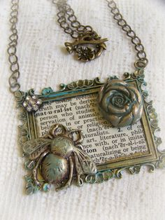 I honestly just saw this for the first time today...looks familiar! Vintage Style Bee Necklace