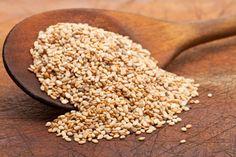 Benefici del sesamo - semi di sesamo, olio di sesamo e pasta di sesamo si trovano comunemente in molte preparazioni, vediamo i benefici del sesamo per la salute