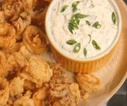 Calmars frits et mayonnaise Mayonnaise, Mashed Potatoes, Ethnic Recipes, Food, Clams, Fish, French Fries, Seafood, Recipe