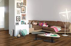 Dunkler Laminatboden: Parador Laminat Aus Der Basic Kollektion In Einem  Modernem Wohnzimmer