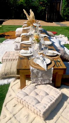 Picnic Set, Picnic Time, Beach Picnic, Picnic Tables, Picnic Ideas, Picnic Party Decorations, Table Decorations, Outdoor Dinner Parties, Garden Parties