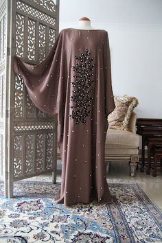 Find great deals on Long Batwing Abaya dresses. Arabesque, the leading online store in the UK for modest Islamic fashion providing Hijab, Jilbabs, & Kaftans. Abaya Fashion, Muslim Fashion, Islamic Fashion, Fashion Outfits, African Maxi Dresses, Latest African Fashion Dresses, Mode Abaya, Africa Dress, Ankara Gown Styles