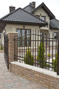 Classic House Design, Fence, Architecture Design, Sweet Home, New Homes, Patio, Outdoor Decor, Home Decor, Facades