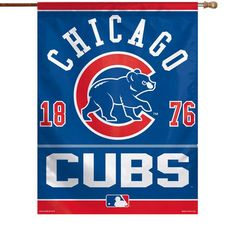 Boast your enthusiastic Chicago Cubs allegiance outside your home with this x vertical banner flag from Wincraft. This is the ideal way to encourage the Chicago Cubs onto another exciting victory. Chicago Cubs Memorabilia, Chicago Cubs Flag, Baseball Playoffs, Mlb, Illini Basketball, Baseball Uniforms, Tigers Baseball, Baseball Party, Basketball Hoop