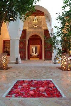Beautiful Riad Courtyard. - Maroc Désert Expérience tours http://www.marocdesertexperience