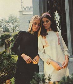 The now generation dips into the past and creates a now look as tender and touching as the fragile beauty juliet 1968 best co geek chic fashion style Seventies Fashion, 1960s Fashion, Teen Fashion, Vintage Fashion, Hijab Fashion, Womens Fashion, Lauren Hutton, Patti Hansen, Hippie Style