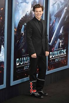 Harry Styles and Cillian Murphy arrive at premiere for Dunkirk in NYC Harry Styles Mode, Harry Styles Update, Harry Styles Imagines, Harry Edward Styles, New York City, Bae, New Flame, Calvin Klein, Love Of My Life