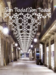 Christmas Parade Floats, Christmas In The City, Merry Christmas And Happy New Year, Christmas Time, Christmas Crafts, Decorating With Christmas Lights, Light Decorations, Christmas Decorations, Barcelona Catalonia
