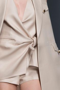 Chic Tailoring - close up fashion details // Ermanno Scervino Spring 2016