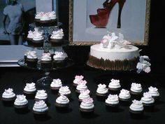(Wedding)Orchid Cake and Cupcakes