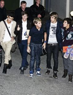 omg this picture... but zayn though>>>Zayn! HAha>fetus