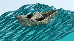 O neo-zelandês Ben Young é autodidata e faz esculturas incríveis de paisagens, utilizando lâminas de vidro.