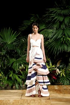 Runway Fashion Fashion Trends Fashion Design Womens Fashion Vestido Tropical Frocks Looks Primavera Looks Lindos Playing Dress Up Look Fashion, Runway Fashion, High Fashion, Fashion Show, Womens Fashion, Fashion Design, The Dress, Dress Skirt, Mode Glamour