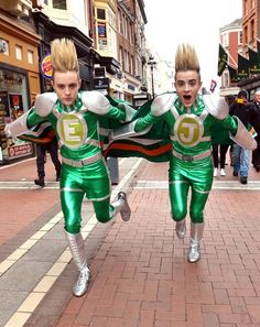 Jedward. Put the green cap on!!썬시티바카라썬시티바카라 MD414.COM 썬시티바카라썬시티바카라 썬시티바카라썬시티바카라 썬시티바카라썬시티바카라