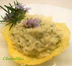 Un primo semplice il risotto al rosmarino, con pochi ingredienti ma di grande sapore.Il rosmarino fresco dona un profumo meraviglioso,un piatto che stupirà.