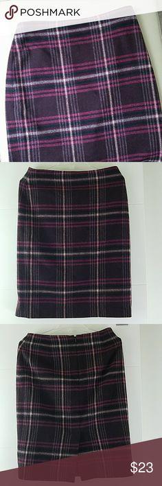 TALBOTS wool blend skirt zipper in back 26-30 waist 24 length Talbots Skirts Midi
