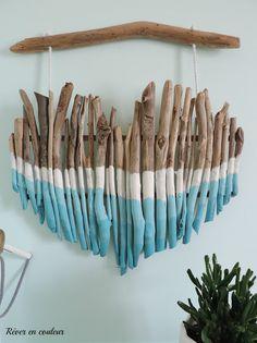 Instructions pour fabriquer un coeur en branches de bois peint avec un effet ombré pour une jolie décoration murale, parfaite pour la chambre des enfants.