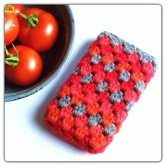 Crochet cover phone by Helena Haakt. Free pattern. (Patroon hoesje haken voor telefoon)