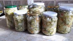A kert tele van finom zöldségekkel, ki is használtam a lehetőséget és csodás savanyúságot készítettem Mason Jars, Red Peppers, Mason Jar, Glass Jars, Jars