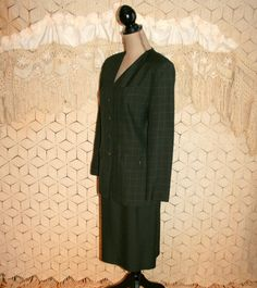 Womens Gray Plaid Suit ~ This beautiful suit is from Kasper. The suit is 100% rayon and both pieces are fully lined. The skirt has a zipper and a kick pleat at the back. The collarless jacket has great button details and a subtle plaid print. There are faux flap pockets and shoulder pads to add structure (non removable). This suit is beautifully tailored and has all the quality you would expect from Kasper. The suit is in near new condition. Dry clean only. Approximate Measurements: ****Do…