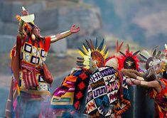 Este 24 de junio disfruta de la gran ceremonia del Inti Raymi la fiesta al dios Sol. Una celebración muy cálida llena de sabor, color y arte andino. #AndinoToursPeru #PromPerú #VisitPerú #IntiRaymiCuscoPerú #LaCeremoniaAlSol Machu Picchu, Inca, Tours, Ecuador, Samurai, Concept, Fashion Design, Fiestas, Sun