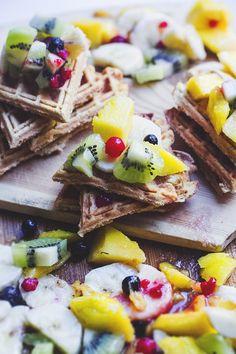 waffles w. fruit salad