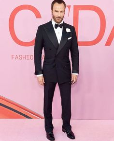 Tom Ford wore a black TOM FORD double breasted Windsor tuxedo and Carine Roitfeld wore a black TOM FORD gown with crystal pave chains to the 2019 CFDA Fashion Awards in New York City. Tom Ford Tuxedo, Tom Ford Suit, Tuxedo For Men, Tuxedo Wedding, Wedding Suits, Tom Ford Smoking, Double Breasted Suit Men, Tom Ford Jacket, Saint Laurent Shirt