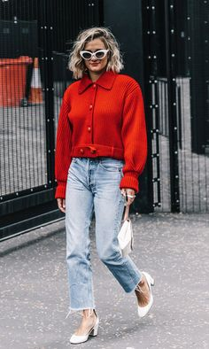 Abrigos de piel de colores, bolsos de los que hacen suspirar a mujeres en todo el mundo, mezclas atrevidas y, sí, sol. Así se viste en Madrid durante la semana de la moda