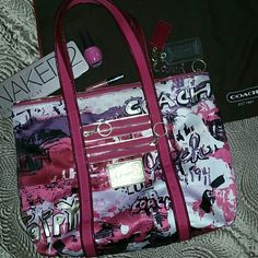 """COACH poppy XL 17""""X14"""" free size 9 coach jellies!! PURCHASE THIS COACH PURSE AND CAN HAVE SIZE 9 GOLD JELLIES I HAVE POSTED  magenta plus other pinks, purple, white, gold etc.  EXCELLENT CONDITION all zippers work BEAUTIFUL  RARE AWESOME XL SIZE TOTE Comes with dust bag Welcome to request more pics  POSSIBLY WILL TRADE FOR PURSE OF SAME (CLOSE) VALUE? Coach Bags"""