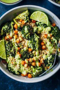 The vegan power bowl well and full healthy vegan . Vegan Foods, Vegan Dishes, Vegan Vegetarian, Paleo, Vegan Lunches, Vegetarian Options, Vegetarian Meal Prep, Vegetarian Breakfast, Vegan Breakfast Recipes