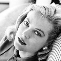 Lover of old hollywood and anything vintage. Moda Grace Kelly, Grace Kelly Style, Princess Grace Kelly, Timeless Beauty, Classic Beauty, Vintage Hollywood, Classic Hollywood, Patricia Kelly, Actrices Hollywood