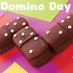 Backen Sie mit dieser Backform kleine Dominosteine. Auch süße kleine Sandwiches gelingen damit wie von Geisterhand. #Backformen