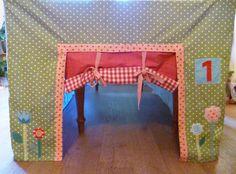 BinnenPret tafeltent huisje / playhouse. Voorkant Tafeltent Huisje. http://binnen-pret.nl/tafeltenten/huisje/